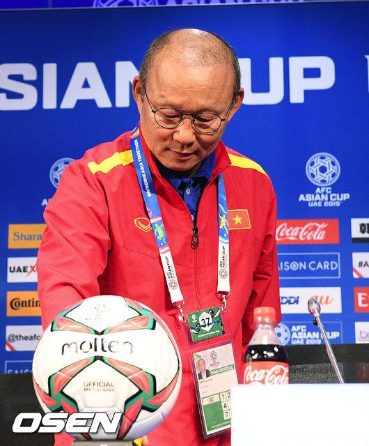 [사진]박항서 감독,공은 둥그니까 일본전 결과는 몰라요