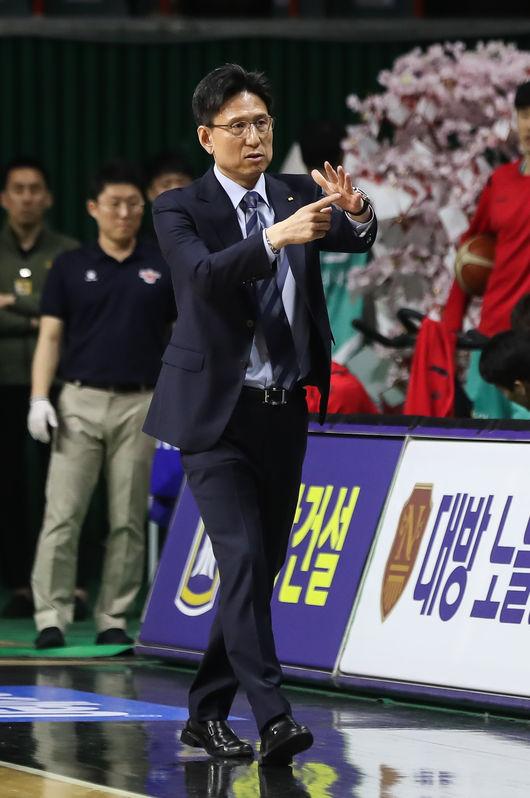 """'대승' KT 서동철 감독, """"허훈-덴트몬이 어려운 순간 큰 역할"""""""