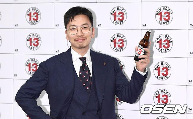 [사진]이동휘,맥주 모델처럼