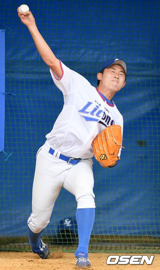 [사진]불펜 피칭하는 김시현