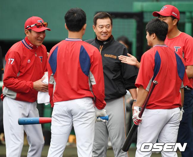 [사진]하라 감독,김기태 감독 앞에서 KIA 선수들 코치