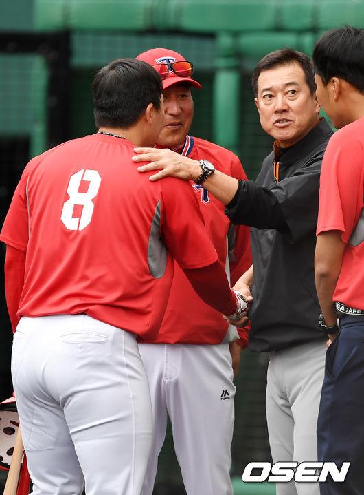 [사진]하라 감독,안치홍! 어깨가 아주 훌륭해