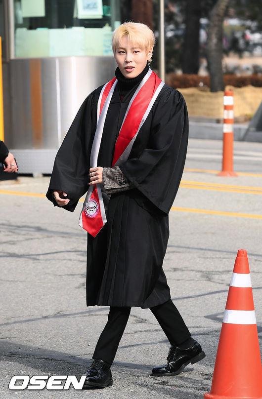 [사진]워너원 하성운,저 졸업하러 왔어요