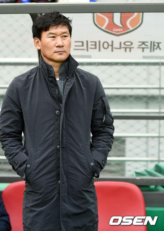 [사진]조성환 감독,결의에 찬 눈빛