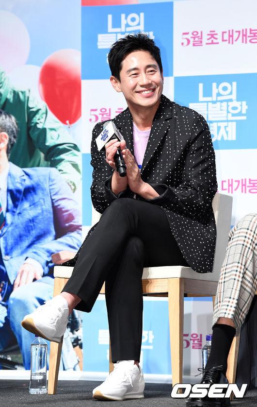 [사진]신하균,미소 머금고