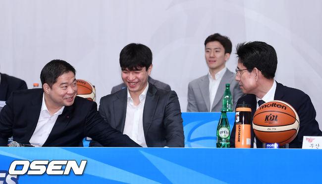 [사진]현주엽 감독-서동철 감독,화기애애