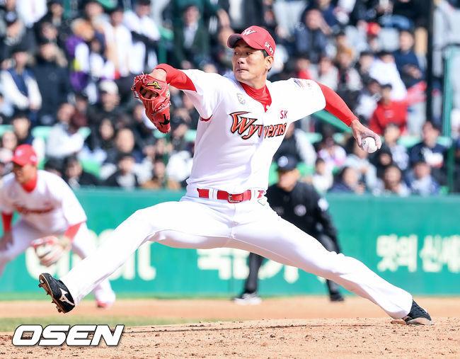 [사진]개막전 SK 선발 김광현,좌완 에이스의 자존심