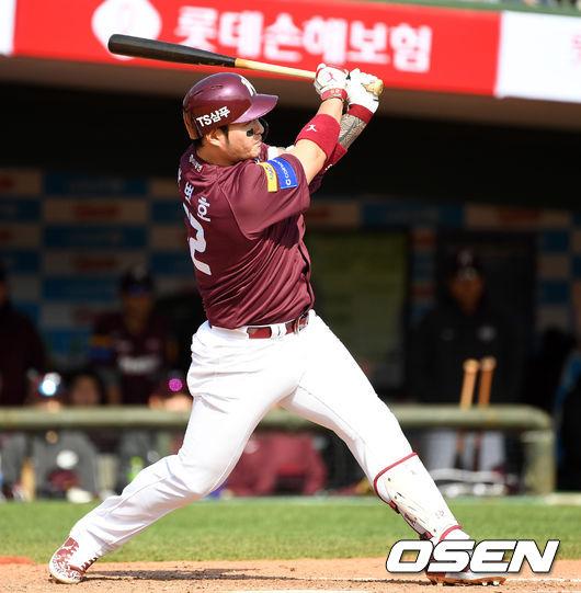 [사진]박병호,깨끗한 선제 적시타