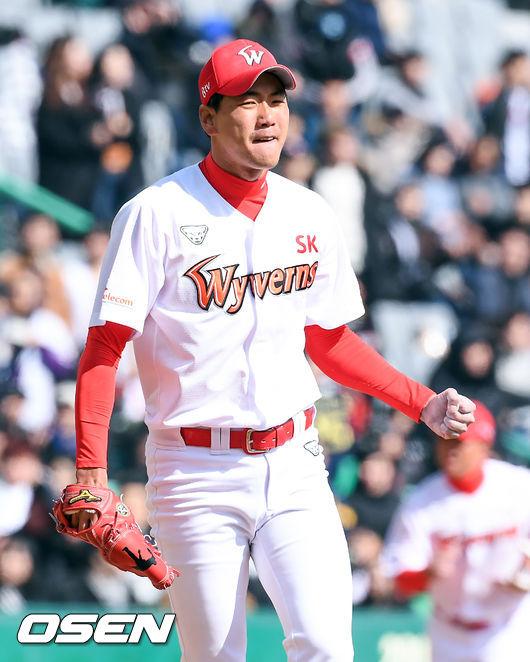 [사진]김광현,위기 넘기고 주먹불끈