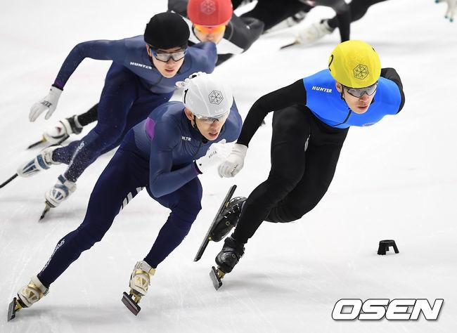 [사진]추월 성공하는 황대헌