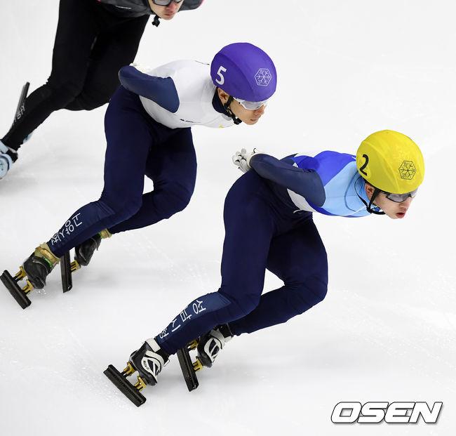 [사진]박지원-곽윤기,인코스를 사수하며 나란히