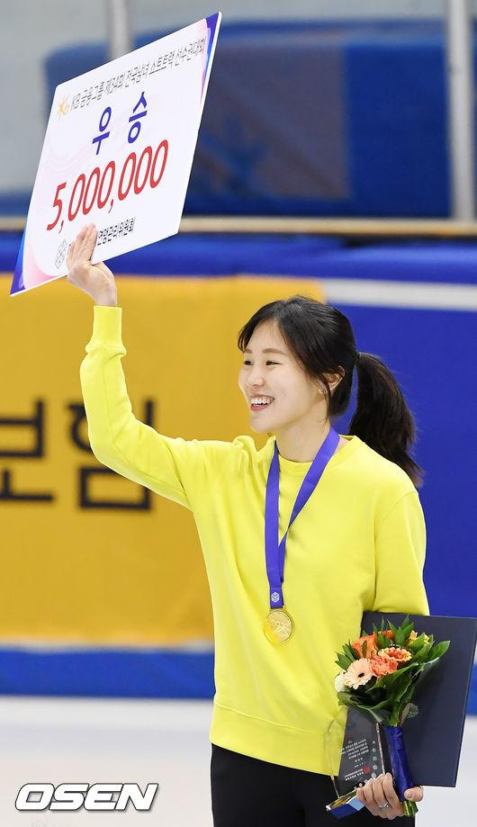 [사진]금메달 목에 건 김아랑,나 우승했어!