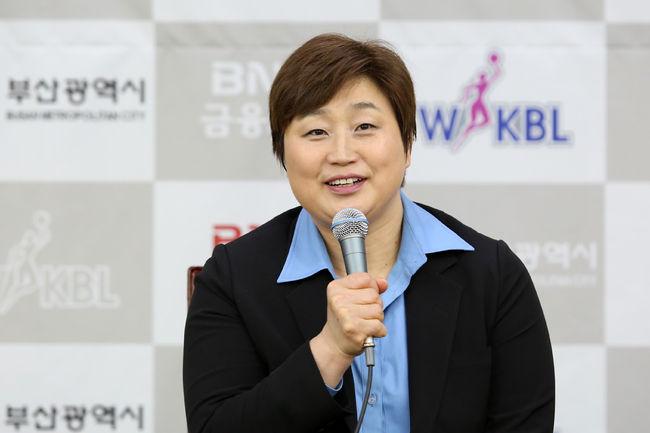 "BNK 유영주 감독, ""여성 코치진 구성 로망...우려 떨칠 수 있도록 할 것"""