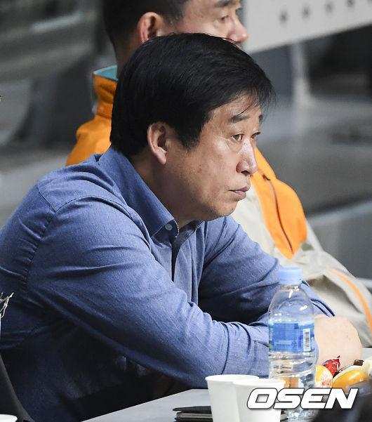 """김호철 감독 논란 OK저축은행, """"국가대표 운영 폐 끼쳐 죄송하다"""""""