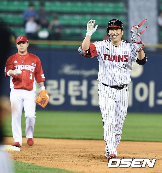 [사진]타격기계 김현수,2루타로 장타 예열합니다