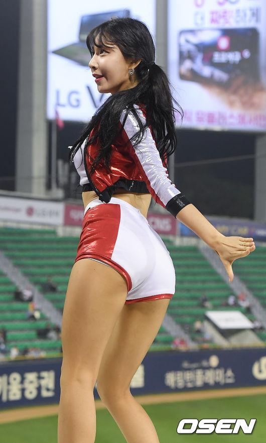 [사진]KIA 치어리더 원민주,섹시한 엉덩이 라인