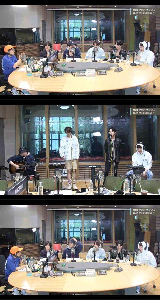 [사진]MBC 라디오 '정오의 희망곡 김신영입니다' 데이식스 보는 라디오