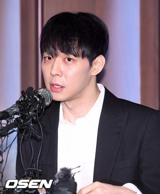 [OSEN=민경훈 기자]그룹 JYJ 멤버이자 배우 박유천이 기자회견장에서 입장을 밝히고 있다. /rumi@osen.co.kr