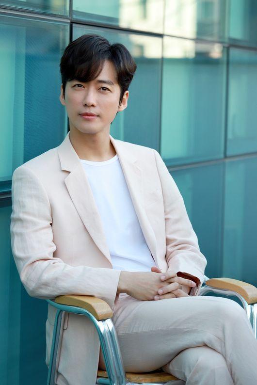 [사진=935엔터테인먼트 제공] 배우 남궁민 인터뷰 스틸 컷