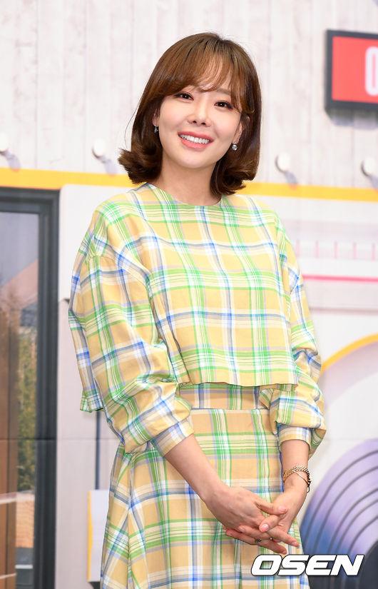 [OSEN=이대선 기자] 13일 오전 서울 마포구 스탠포드 호텔에서 tvN에 새 예능프로그램 '쇼! 오디오자키' 제작발표회가 열렸다.배우 소유진이 포토타임을 갖고 있다./sunday@osen.co.kr