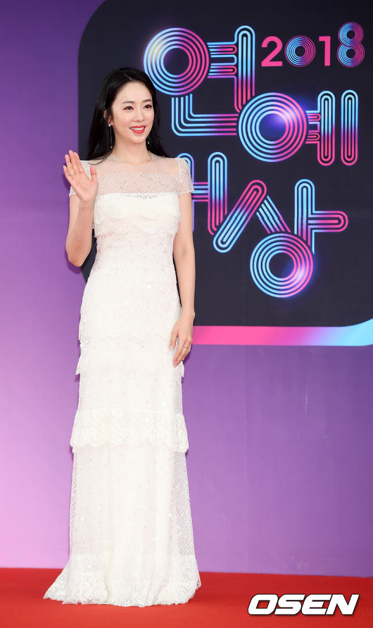 [OSEN=민경훈 기자] '2018 KBS 연예대상' 포토월 행사에서 박은영 아나운서가 포토타임을 갖고 있다./ rumi@osen.co.kr