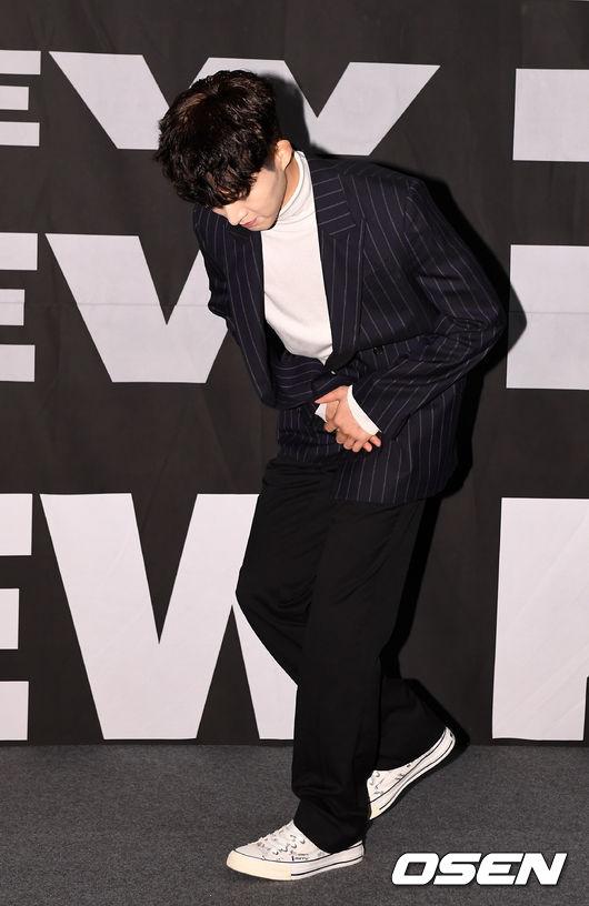 [OSEN=지형준 기자] 1일 오후 서울 CGV 청담씨네시티에서 아이콘 새 미니 앨범 'NEW KIDS: THE FINAL' 발매 기념 기자간담회가 열렸다. 아이콘 비아이가 간담회를 마치고 인사를 하고 있다. /jpnews@osen.co.kr