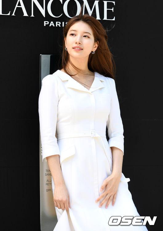 [OSEN=이대선 기자]가수 겸 배우 수지가 포토타임을 갖고 있다. /sunday@osen.co.kr