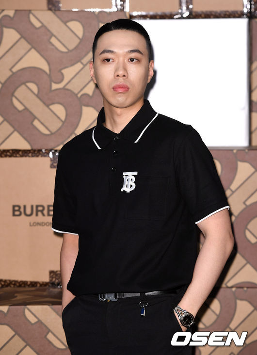[OSEN=이대선 기자] 5일 오후 서울 성동구 레이어57에서 한 글로벌 브랜드의 컬렉션 런칭 기념 파티가 열렸다.래퍼 비와이가 포토타임을 갖고 있다. /sunday@osen.co.kr