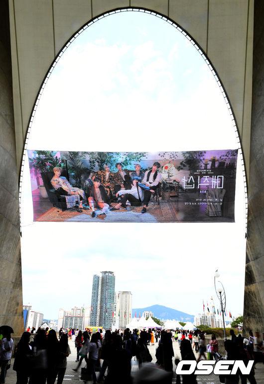 [OSEN=부산, 최규한 기자]방탄소년단 팬들이 공연장으로 향하고 있다. /dreamer@osen.co.kr