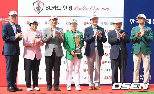 [사진]비씨카드-한경 레이디스컵 2019 우승거둔 조정민