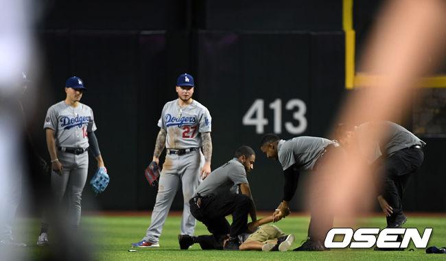 [사진]3일 연속 다저스 경기 관중 난입 이번에는 어린이팬