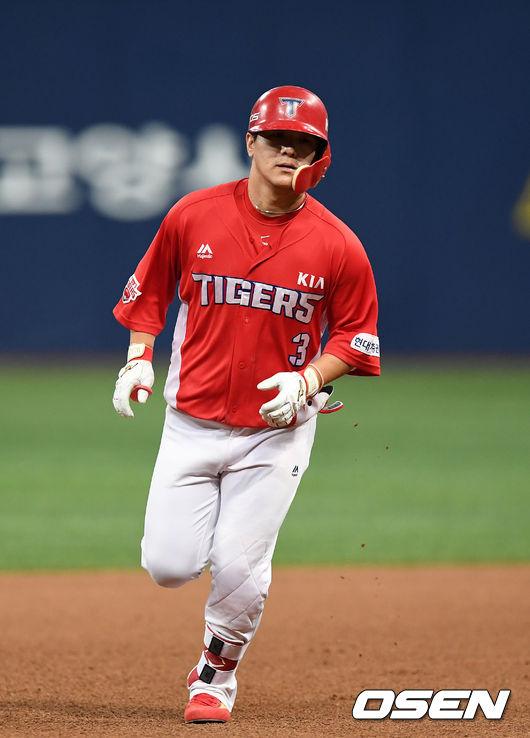 [사진]김선빈,홈런 치고 왔어요