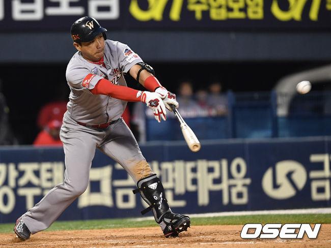 [사진]김강민, 절묘한 코스로 때린 2타점 2루타
