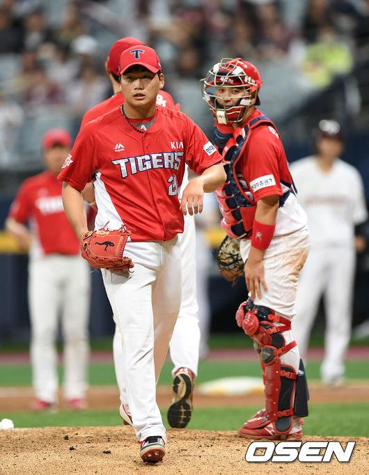 [사진]김기훈,승리 요건 갖추고 마운드 내려갑니다