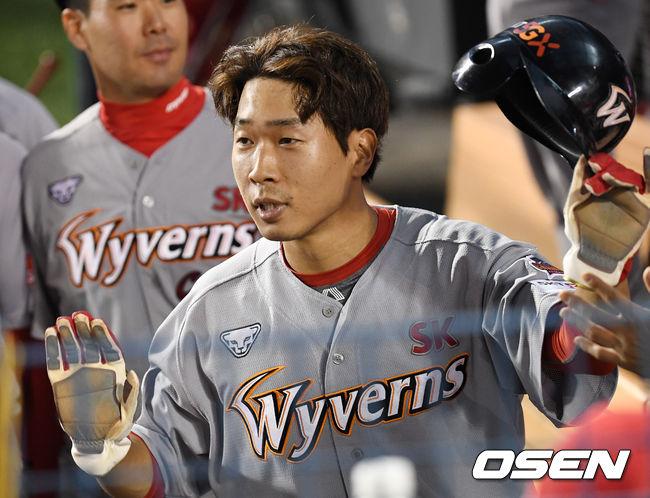 [사진]고종욱, 즐거운 득점 하이파이브