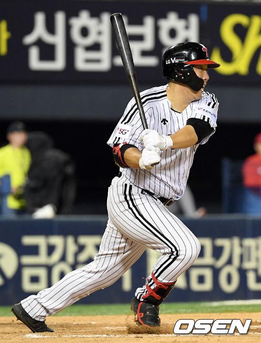 [사진]추격의 1타점 적시타 날리는 김현수