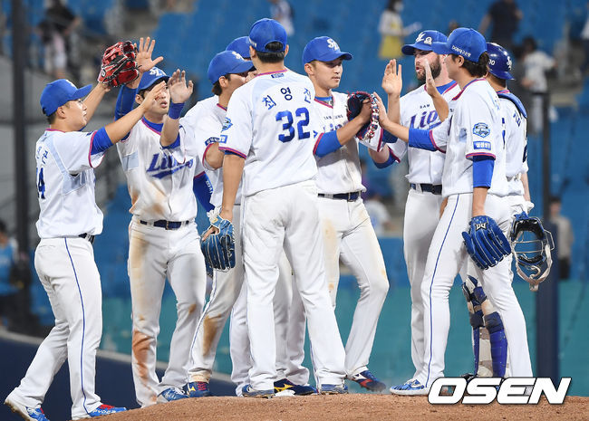 [OSEN=곽영래 기자] 승리를 거둔 뒤 기뻐하는 삼성 선수들. /youngrae@osen.co.kr