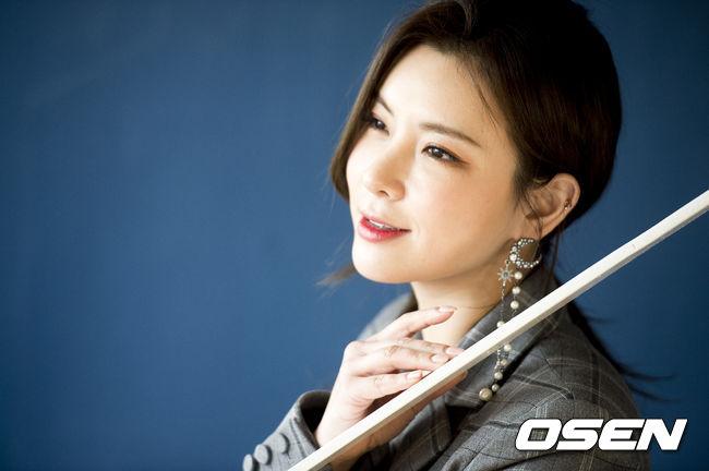 뮤지컬 배우 정선아가 상영 중인 영화를 무단 촬영해 SNS에 올려 비판을 받고 있다. OSEN DB