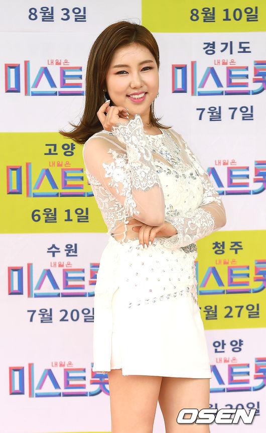 [OSEN=곽영래 기자] 지난 5월 25일 오전 인천 남동체육관에서 '미스트롯' 인천 콘서트가 열렸다.송가인이 포토타임을 갖고 있다./youngrae@osen.co.kr