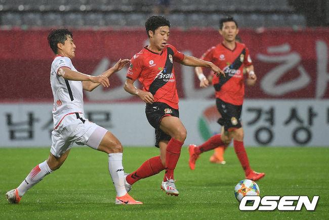 [사진]김준범,날렵한 드리블