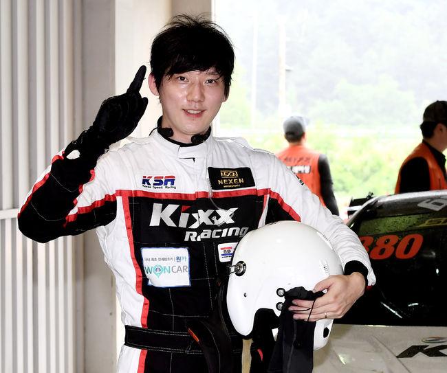 클래스를 올려 GT-300 클래스에 출전해 시즌 첫 우승에 성공한 이승훈.