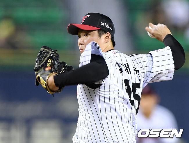 [OSEN=잠실, 이대선 기자] LG 김대현이 역투하고 있다. /sunday@osen.co.kr