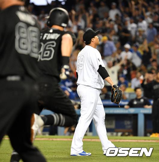 [OSEN=LA(미국 캘리포니아주), 최규한 기자]4회초 1사 만루에서 LA 다저스 류현진이 뉴욕 양키스 디디 그레고리우스에게 만루 홈런을 허용하고 아쉬워하고 있다. /dreamer@osen.co.kr