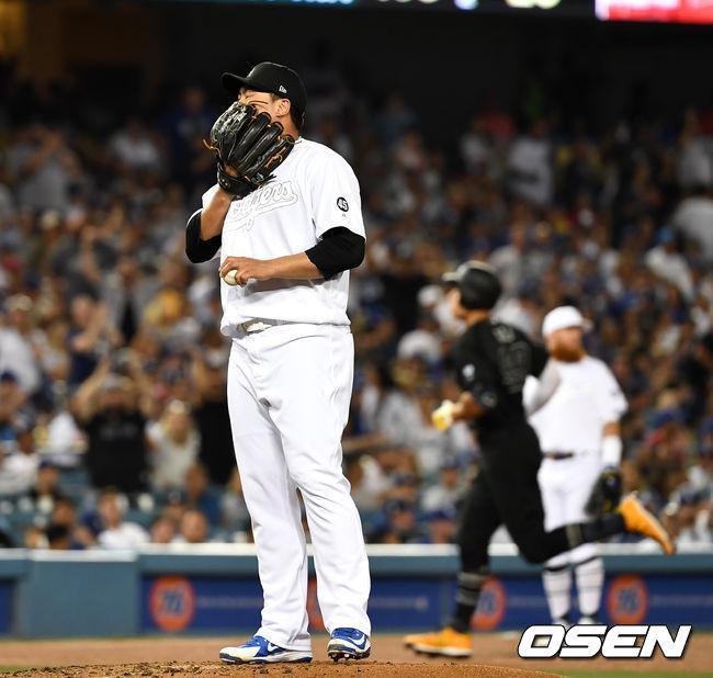 [OSEN=LA(미국 캘리포니아주), 최규한 기자]3회초 1사에서 LA 다저스 류현진이 뉴욕 양키스 애런 저지에게 좌월 솔로 홈런을 허용하고 아쉬워하고 있다. /dreamer@osen.co.kr