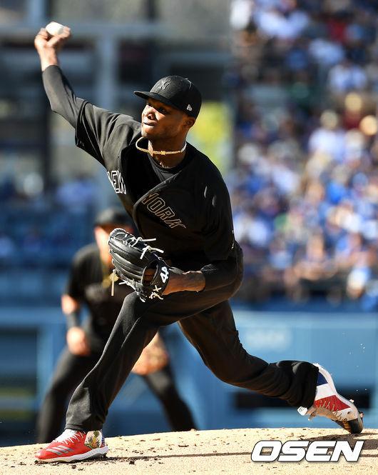 [OSEN=LA(미국 캘리포니아주), 최규한 기자]양키스 선발 도밍고 헤르만이 힘차게 공을 뿌리고 있다. /dreamer@osen.co.kr