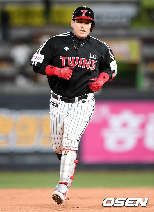 팀내 1위 유강남, 시즌 15호 동점 솔로포