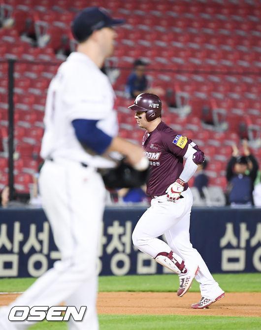 [사진]박병호,린드블럼 상대로 시즌 33호 홈런포