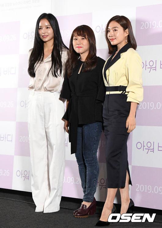 [OSEN=이대선 기자] 17일 오후 서울 CGV 용산아이파크몰에서 영화 '아워바디'(감독 한가람) 언론시사회가 열렸다.안지혜, 한가람 감독, 최희서가 포토타임을 갖고 있다. /sunday@osen.co.kr