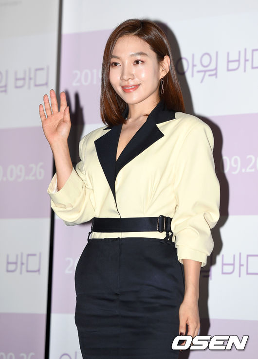 [OSEN=이대선 기자] 17일 오후 서울 CGV 용산아이파크몰에서 영화 '아워바디'(감독 한가람) 언론시사회가 열렸다.배우 최희서가 포토타임을 갖고 있다. /sunday@osen.co.kr