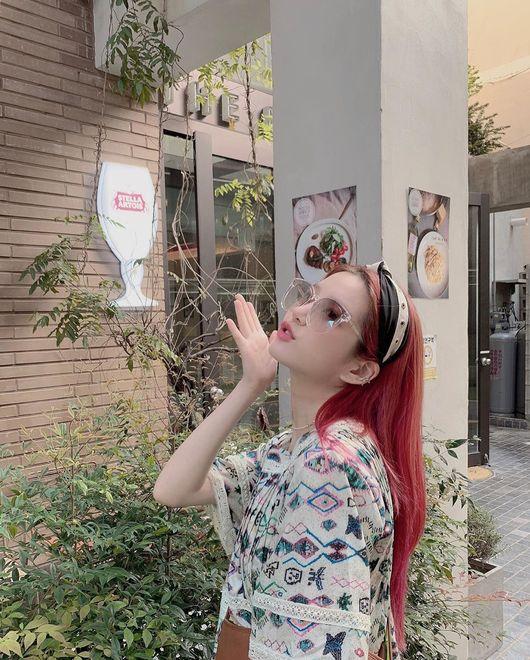빨간머리 윱…이유비, 옆태마저 사랑스러운 소녀 [★SHOT!]